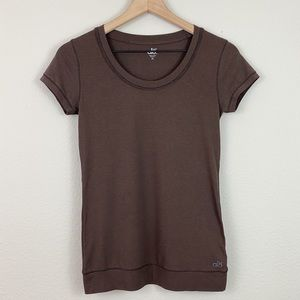 {alo} coolfit bamboo brown short sleeve tee